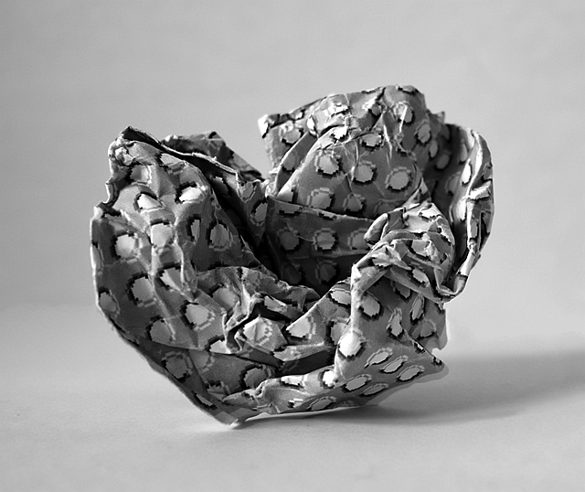 radio buttons crumpled paper ball luining kunst